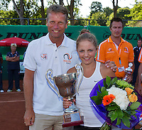 Netherlands, Rotterdam August 08, 2015, Tennis,  National Junior Championships, NJK, TV Victoria, Price giving, winner girl 12 years  Madelief Hageman with Jan Siemerink<br /> Photo: Tennisimages/Henk Koster