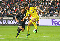 Olivier Giroud (Chelsea FC) gegen David Abraham (Eintracht Frankfurt) - 02.05.2019: Eintracht Frankfurt vs. Chelsea FC London, UEFA Europa League, Halbfinale Hinspiel, Commerzbank Arena DISCLAIMER: DFL regulations prohibit any use of photographs as image sequences and/or quasi-video.