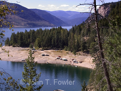 Campers on Arrow Lakes, Columbia River, Castlegar, BC<br />