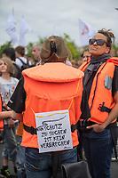 """In 65 Staedten in sechs Laendern demonstrierten am Samstag zehntausende Menschen am Samstag den 6. Juli 2019  fuer sichere Fluchtwege ueber das Mittelmeer und gegen die Kriminalisierung der Rettung von Gefluechteten aus Seenot. In Berlin beteiligten sich ueber 8.000 Menschen in Berlin an einer Demonstration der Organisation """"Seebruecke"""".<br /> 6.7.2019, Berlin<br /> Copyright: Christian-Ditsch.de<br /> [Inhaltsveraendernde Manipulation des Fotos nur nach ausdruecklicher Genehmigung des Fotografen. Vereinbarungen ueber Abtretung von Persoenlichkeitsrechten/Model Release der abgebildeten Person/Personen liegen nicht vor. NO MODEL RELEASE! Nur fuer Redaktionelle Zwecke. Don't publish without copyright Christian-Ditsch.de, Veroeffentlichung nur mit Fotografennennung, sowie gegen Honorar, MwSt. und Beleg. Konto: I N G - D i B a, IBAN DE58500105175400192269, BIC INGDDEFFXXX, Kontakt: post@christian-ditsch.de<br /> Bei der Bearbeitung der Dateiinformationen darf die Urheberkennzeichnung in den EXIF- und  IPTC-Daten nicht entfernt werden, diese sind in digitalen Medien nach §95c UrhG rechtlich geschuetzt. Der Urhebervermerk wird gemaess §13 UrhG verlangt.]"""