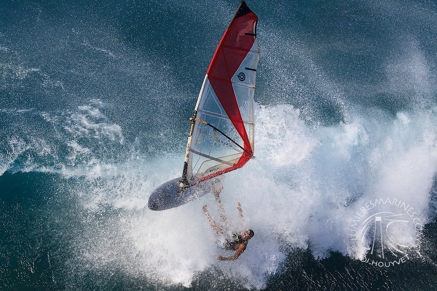Huge windsurfing wipeout in Ho'okipa Beach Park (Maui, Hawaii, USA)
