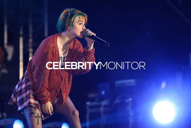 CARSON, CA, USA - MAY 10: Hayley Williams, Paramore performs at 102.7 KIIS FM's 2014 Wango Tango at StubHub Center on May 10, 2014 in Carson, California, United States. (Photo by Xavier Collin/Celebrity Monitor)