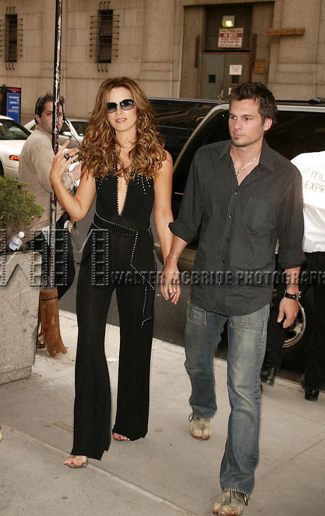 Kate Beckinsale with her fiance Len Wiseman.Out and About on West 31st Street in New York City..May 5, 2004.© Walter McBride /