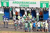 ATENÇÃO EDITOR: FOTO EMBARGADA PARA VEÍCULOS INTERNACIONAIS PRESIDENTE PRUDENTE 11 NOVEMBRO 2012 - CAMPEONATO BRASILEIRO - PALMEIRAS x FLUMINENSE - Torcedors  do Palmeiras  antes da partida Palmeiras x Fluminense válido pela 35º rodada do Campeonato Brasileiro no Estádio Eduardo José Farah. Apelido, (Prudentão), no interior paulista na tarde deste domingo (11).(FOTO: ALE VIANNA -BRAZIL PHOTO PRESS)