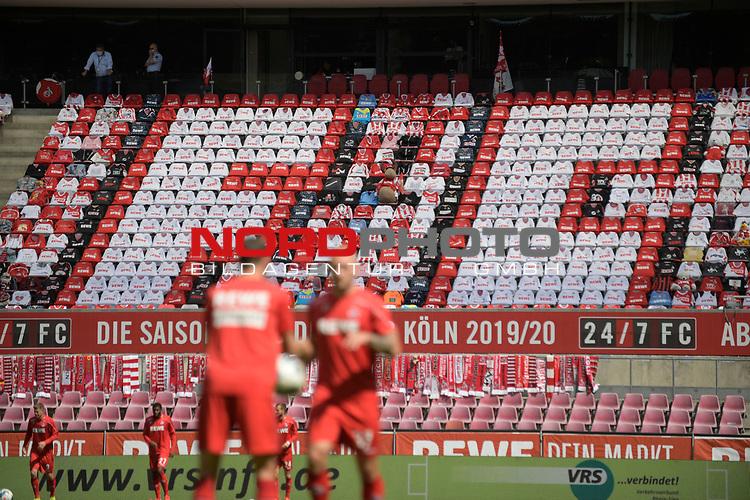 nph00351: Blick auf die leeren Tribuenen-im Vordergrund sind Spieler beim Aufwaermen.<br /> <br /> Sport: Fussball: 1. Bundesliga: Saison 19/20: 26.Spieltag: 1.FC KOELN-FSV MAINZ 05,17.05.2020.<br /> <br /> Nur für journalistische Zwecke! Only for editorial use!<br /> Gemäß den Vorgaben der DFL Deutsche Fußball Liga ist es untersagt, in dem Stadion und/oder vom Spiel angefertigte Fotoaufnahmen in Form von Sequenzbildern und/oder videoähnlichen Fotostrecken zu verwerten bzw. verwerten zu lassen. DFL regulations prohibit any use of photographs as image sequences and/or quasi-video.<br /> <br /> Foto: Anke Waelischmiller/SVEN SIMON/POOL/via Meuter/nordphoto