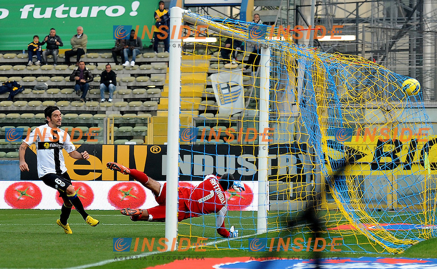 "il gol di Alessandro LUCARELLI (Parma) goal celebration.Parma 30/10/2011 Stadio ""Ennio Tardini"".Serie A 2011/2012.Football Calcio Parma Vs Cesena.Foto Insidefoto Alessandro Sabattini."