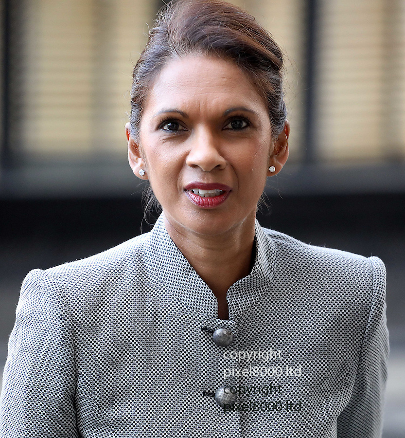 Pic shows: Anti_Brexit campaigner Gina Miller arrives the High Court in London today with her legal entourage<br /> 17/10/16<br /> <br /> <br /> <br /> <br /> Pic by Gavin Rodgers/Pixel 8000 Ltd
