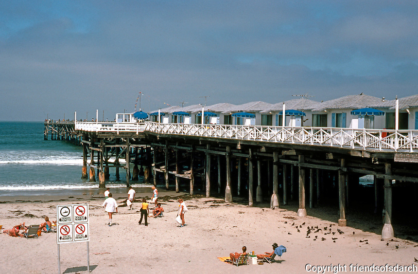 San Diego: Crystal Pier, Pacific Beach.  (Photo 1982)