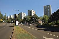 Tours R + 15 allee Brno depuis l'avenue Rochester, 4 autres identiques sont plus au sud