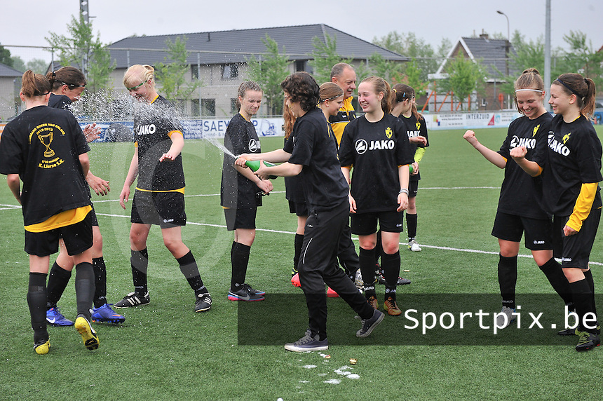 Bekeruitreiking Beker Van Belgie U16 meisjes / Dames : feestvreugde bij de meisjes van Lierse na de overwinning.foto Joke Vuylsteke / Nikonpro.be