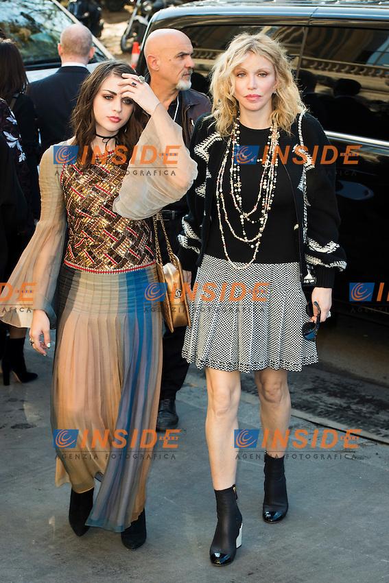 Frances Bean Cobain et Courtney Love Chanel s fashion show arrivals - Paris - 04/10/2016 <br /> Foto Panoramic / Insidefoto