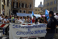 Roma,10 Settembre 2014<br /> Protesta davanti la Camera dei Deputati dei docenti abilitati che non rientreranno nel piano straordinario di assunzioni previsto dal Governo.<br /> Rome, 10 September 2014 .<br /> School, temporary teachers are protesting in Montecitorio.<br /> Protest in front of the Chamber of Deputies of qualified teachers that do not fall under the special plan of assumptions provided by the government.