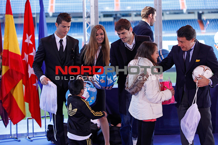 Real Madrid¬¥s Cristiano Ronaldo and Iker Casillas attend the presentation of No kids without a present on Christmas campaign at Bernabeu stadium in Madrid, Spain. December 16, 2013. Foto © nph / Victor Blanco)