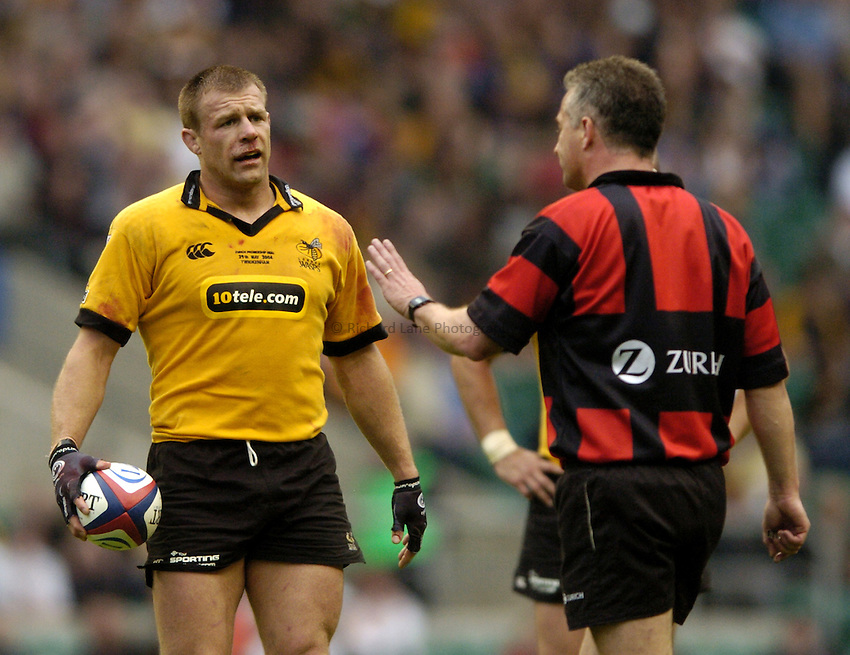 Photo: Richard Lane..Bath Rugby v London Wasps. The Zurich Premiership Final. 29/05/2004..Paul Volley is spoken to by referee, Chris White.
