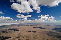 Capitan Mountains: AMERIKA, VEREINIGTE STAATEN VON AMERIKA, NEW MEXICO,  (AMERICA, UNITED STATES OF AMERICA), 30.04.2011:Capitan Mountain,  art, Abstract, Abstraction, Abstracts, Abstrakt, Abstrakte, Abstraktion, Aerial, Aerial image, Aerial photo, Aerial Photograph, Aerial Photography, Aerial picture, Aerial View, Aerial Views,  America, Amerika, Art, Auf dem Land,  Aussen, Aussenansicht,  Bird eye, Blick von oben,  Country, Country-side, Countryside, Culture, Cultures, Draussen, Fine Art,  Form, From above, Kein mensch, Keine Menschen, Keine Person, Keine Personen, Kultur, Kulturell, Kulturen, Kunst, Laendlich, Laendliche, Laendliche Gegend, Laendliche Szene,  Landscape, Landscapes, Landschaft, Landschaften,  Luftansicht, Luftaufnahme, Luftaufnahmen, Luftbild, Luftbilder, Luftbildfotografie, Luftbildfotografien, Luftbildphotografie, Luftbildphotografien, Luftfoto, Luftfotos, Luftphoto, Luftphotos, Neu, Neue, Neuer, Neues, New, new Mexico, new mexiko, Niemand,  Outdoor, Outdoor, Life Outdoor, view Outdoors, Outside, Outsides, Outward, Perspective, United States United States of America, USA, Vereinigte Staaten Vereinigte Staaten von Amerika, Vogelperspektive, Vogelperspektiven,  Wueste, Sand, sandig, Landleben, Huegel und Berge oestlich des Rio Grande, Wueste,  USA, Vereinigte, Staaten, von Amerika, US, New Mexico, Mexiko, Wueste, trocken, vertrocknet, ausgetrocknet, Duerre, Landschaft, Landschaften, natur, Weite, endlos, Horizont, Wolke, Wolken, Berge, Bergland, Huegelland, Rio, Grand, Cumulus, Wolken, Aufwind, Fluegel eines Segelflugzeugs,