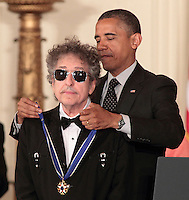 Bob Dillon_medalla_obama