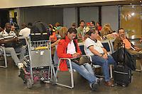 RIO DE JANEIRO, RJ, 08 AGOSTO 2012 - AEROPORTO INTERNACIONAL TOM JOBIM-GALEAO - Movimentacao de passageiros no aeroporto internacional Tom Jobim-Galeao, na Ilha do Governador, zona norte do rio.(FOTO: MARCELO FONSECA / BRAZIL PHOTO PRESS).