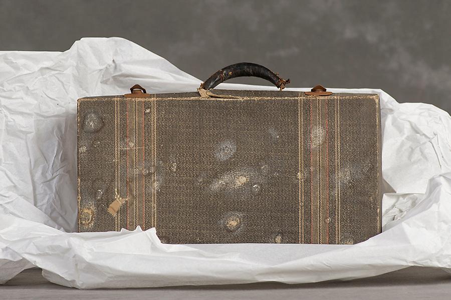 Willard Suitcases / Kenneth Q / ©2014 Jon Crispin