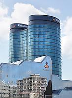 Nederland Utrecht. Rabobank toren . Weerspiegeling van bouwwerkzaamheden in de gevel, onder het Rabobank logo.  Foto Berlinda van Dam / Hollandse Hoogte