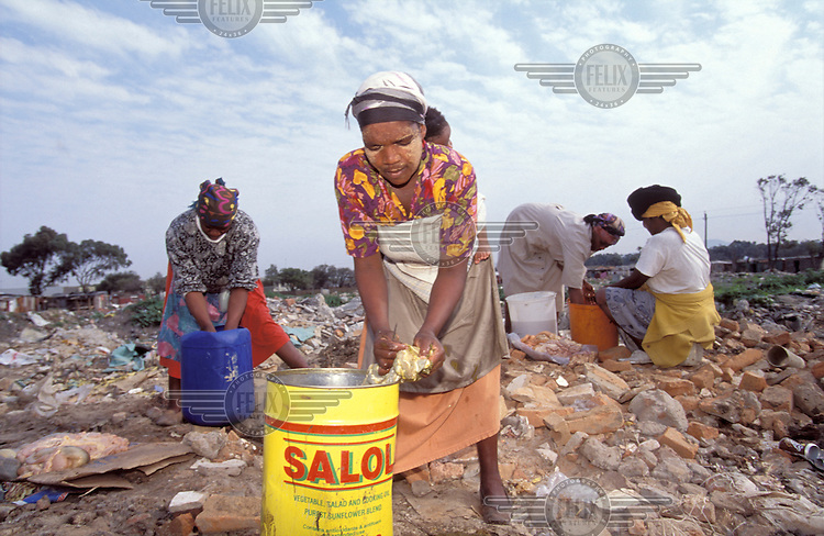 © Chris Sattlberger / Panos Pictures..Cape Town, SOUTH AFRICA..Women cleaning goat meat in the Townships.