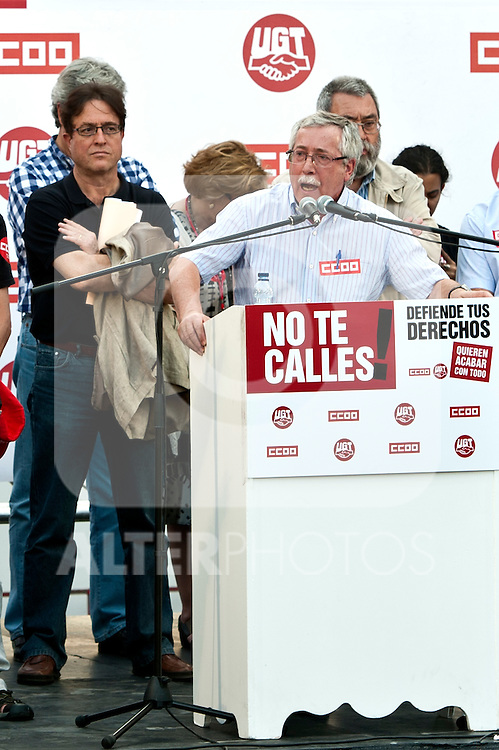 Expression of the Spanish trade unions against cuts and closures of public services.The secretary general of CC.OO of Spain Ignacio Fernandez Toxo (c) during the union rally after demonstration, in presence of Candido Mendez, Secretary general of UGT of Spain and the secretary general of CC.OO Madrid, Javier Lopez (l)..(Alterphotos/Ricky)