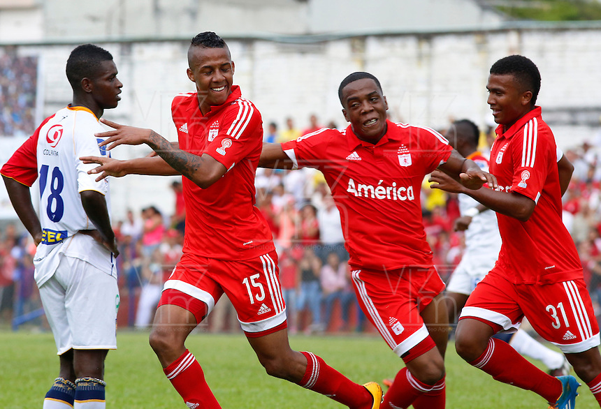 BUGA -COLOMBIA-14-03-2015. Jeison Lucumi (#15) celebra un gol anotado a Popayan durante el encuentro entre América de Cali y Universitario de Popayán por la fecha 5 del Torneo Aguila 2015 jugado en el estadio Hernando Azcarate de la ciudad de Buga./ Jeison Lucumi (#15) celebrates a  goal scored to Popayan during the match between America de Cali and Universitario de Popayan for the 5th date of Aguila Tournament 2015  played at Hernando Azcarate stadium in Buga city. Photo: VizzorImage/Juan C. Quintero/STR