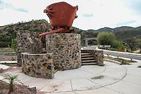 entrada al pueblo de Nacozari de Garcia. Aspectos del municipio de Nacozari. Antiguo recipiente para fundici&oacute;n del cobre en la miner&iacute;a <br /> <br /> ** &copy; Foto:LuisGutierrez/NortePhoto.com