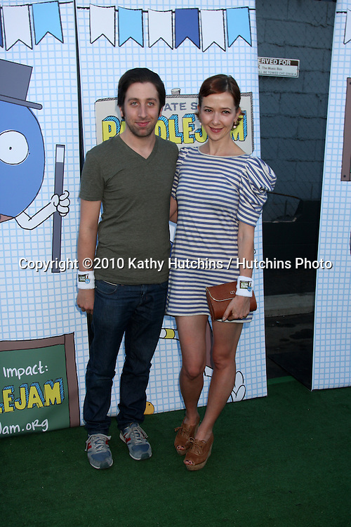 LOS ANGELES - SEP 26:  Simon Helberg, wife Jocelyn Towne arrives at the Ultimate Slam Paddle Jam 2010 at Music Box Theater on September 26, 2010 in Los Angeles, CA