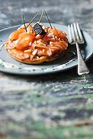 Blinis de pommes de terre au saumon fumé  de Jacques Barthouil:- recette de Christian Constant EXCLU: EDITION LIVRE CUISINE DU SUD-OUEST