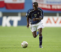 DaMarcus Beasley dribbles the ball upfield. The USA lost 3-1 against Poland in the FIFA World Cup 2002 in Korea on June 14, 2002.