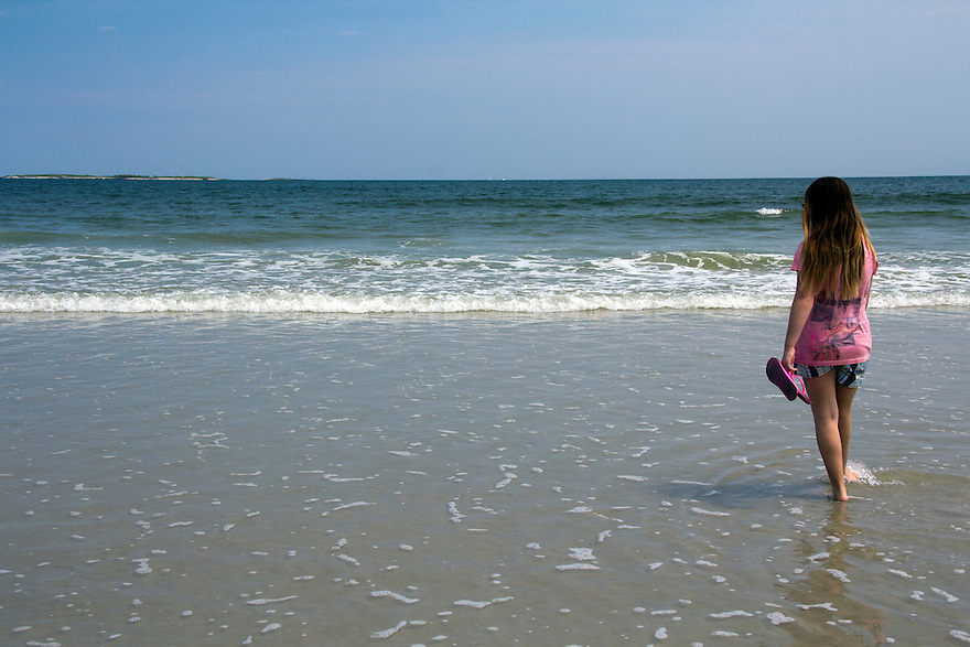 Old Orchard Beach girl with pink flipflops