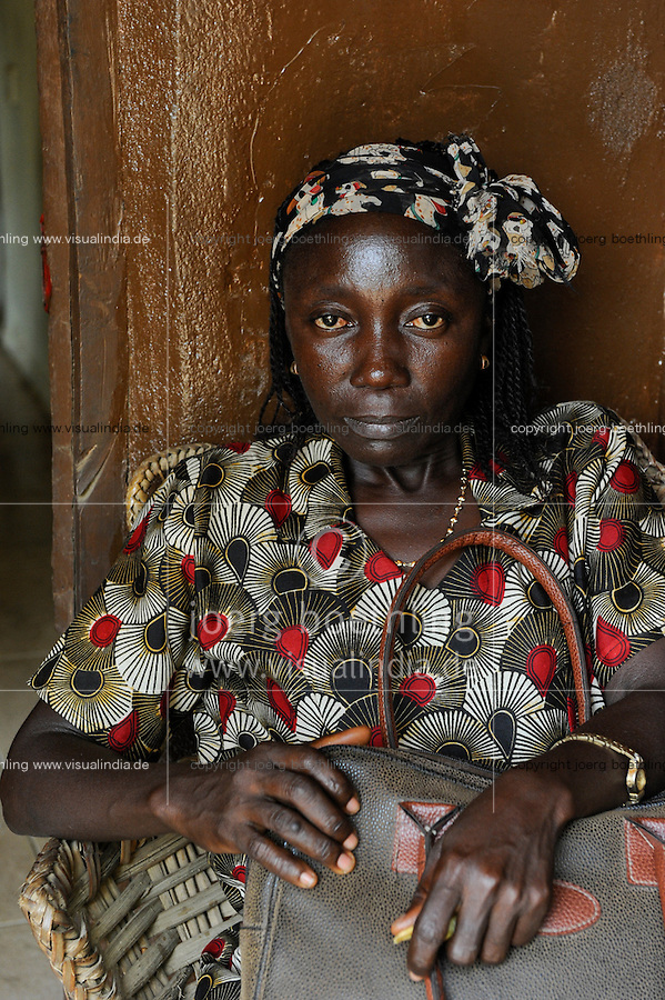 SIERRA LEONE, Tombo, portrait of woman with leather bag
