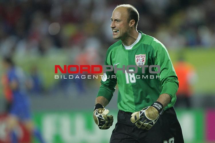 FIFA WM 2006 -  Gruppe E Vorrunde ( Group E )<br /> Play   #25 (17-Jun) - Italien - USA 1:1<br /> <br /> Torwart Kasey Keller von USA in Aktion. <br /> Kasey Keller schreit.<br /> <br /> Foto &copy; nordphoto
