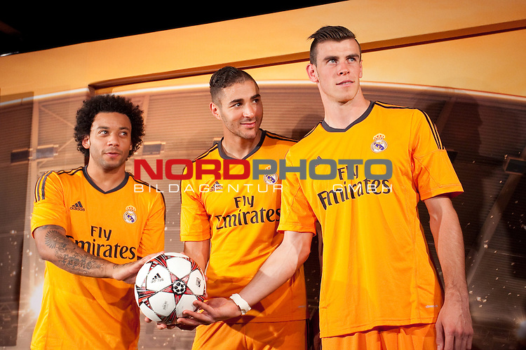 Real Madrid¬¥s Macelo (l), Benzema and Gareth Bale (r) during the official presentation of the Adidas team¬¥s football kit for the 2013-14 Champions League season in Europe tower, Madrid. September 12, 2013. Foto © nph / Victor Blanco)
