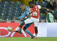 BOGOTÁ -COLOMBIA, 25-04-2015. Yamilson Rivera (Der.) jugador de Independiente Santa Fe disputa el balón con Carlos Saa (Izq.) jugador de Jaguares FC durante partido entre Independiente Santa Fe y Jaguares FC por la fecha 17 de la Liga Aguila I 2015 jugado en el estadio Nemesio Camacho El Campin de la ciudad de Bogota. / Yamilson Rivera (R) player of Independiente Santa Fe struggles for the ball with Carlos Saa (L) player of Jaguares FC during a match between Independiente Santa Fe and Jaguares FC for the 17th date of the Liga Aguila I 2015 played at Nemesio Camacho El Campin Stadium in Bogota city. Photo: VizzorImage/ Gabriel Aponte / Staff