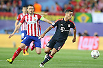 Atletico de Madrid's Gabi Fernandez (l) and FC Bayern Munchen's Thiago Alcantara during Champions League 2015/2016 Semi-Finals 1st leg match. April 27,2016. (ALTERPHOTOS/Acero)
