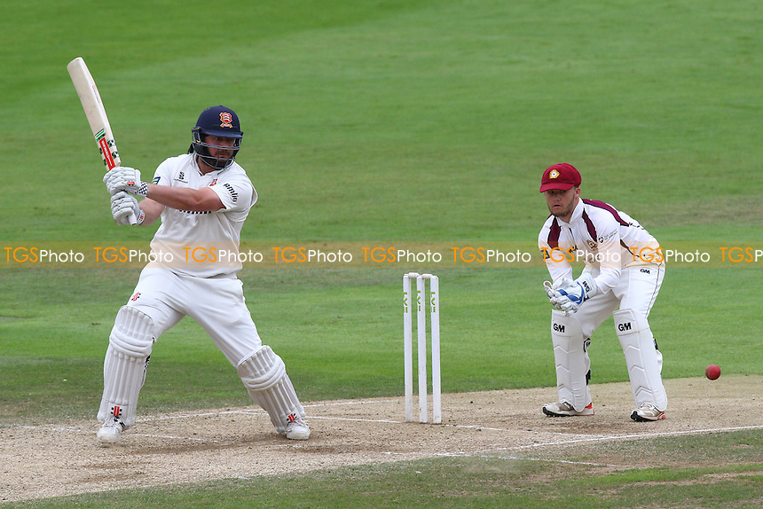 Jesse Ryder in batting action for Essex CCC as Ben Duckett looks on from behind the stumps