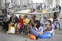- Milano, profughi dall'Eritrea e dalla Siria, sbarcati clandestinamente nel Sud Italia, accampati nella Stazione Centrale in attesa di proseguire il viaggio per i paesi del Nord Europa<br /> <br /> - Milan, refugees from Eritrea and Syria, landed clandestinely in southern Italy, camped in the Central Station waiting to continue travel for the countries of Northern Europe