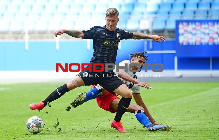 Foul zum Elfmeter v.l. Philip Tuerpitz, Josha Vagnoman (HSV)<br /> Hamburg, 28.06.2020, Fussball 2. Bundesliga, Hamburger SV - SV Sandhausen