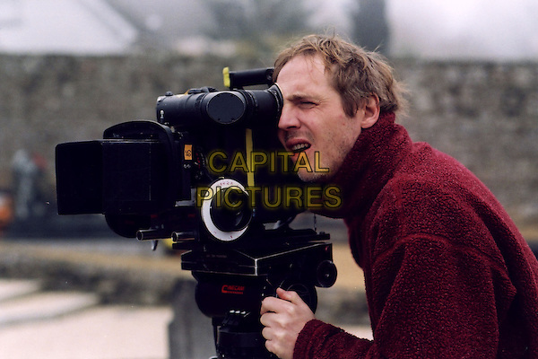 Arnaud Desplechin (Director).on the set of Kings and Queen (2004) .(Rois et reine).*Filmstill - Editorial Use Only*.CAP/NFS.Supplied by Capital Pictures.
