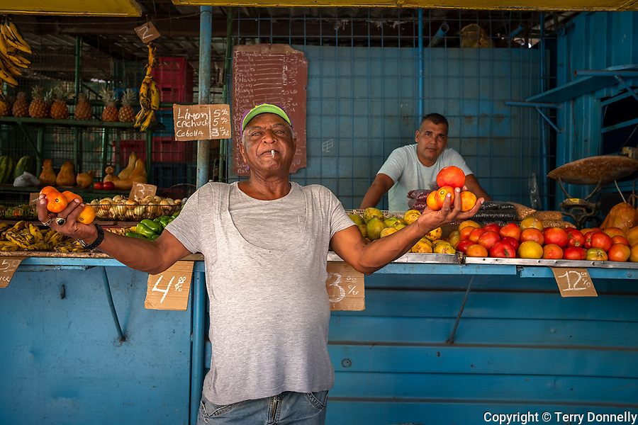 Havana, Cuba:<br /> Market stall with vendors, fruit and vegetables