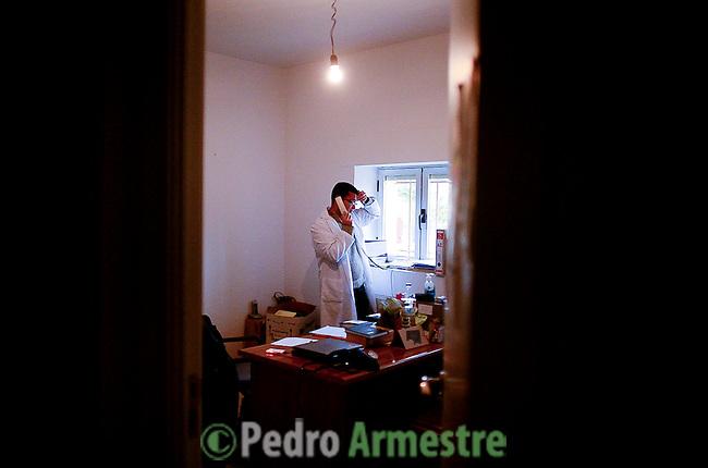 2012-12-26. Villarino, salamanca. Los vecinos de la comarca de Las Arribes (Salamanca) han decidido rebelarse en contra del cierre de las urgencias nocturnas en la zona, una de las más envejecidas y despobladas de España. Desde hace dos meses, los afectados, muchos de ellos octogenarios, se encierran todas las noches en el ambulatorio a la hora del cierre para obligar así al médico a que les siga atendiendo. Para los vecinos, la decisión de la Junta de Castilla y León supone que las urgencias más cercanas les quedan ahora a 40 minutos en coche, en una zona de difícil acceso por carretera. Además, muchos de ellos viven solos y no tienen manera de desplazarse.. 2012-12-26. Villarino, salamanca. The neighbors of the region of Las Arribes (Salamanca, Spain) have decided to rebel in opposition to the closing of the medical night service in the zone, one of the most aged and depopulated of Spain. If they get ill, they don´t have any doctor near their houses. They have the most nearby urgencies to 40 minutes in car, in a zone with a difficult access. Many of them are octogenarian that live alone and every night they go to the ambulatory to protest. © Pedro ARMESTRE