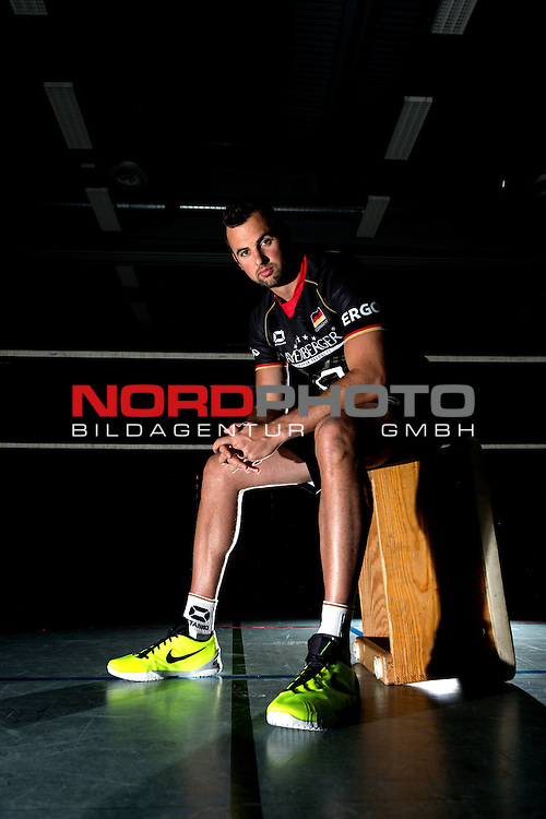 24.05.2015, Sportzentrum Westenfeld, Bochum<br /> Volleyball, Fotoshooting Nationalmannschaft Maenner<br /> <br /> Portrait, Portraet, Portrait Georg / Gyšrgy / Gyoergy Grozer (#9 GER) / Out of the box <br /> <br />   Foto &copy; nordphoto / Kurth