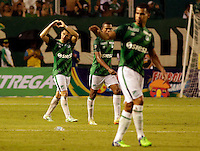 PALMIRA -COLOMBIA-01-03-2015. Rafael Borre (Izq) jugador del Deportivo Cali celebra un gol anotado a Millonarios durante partido por la fecha 7 de la Liga Aguila I 2015 jugado en el estadio Palmaseca de la ciudad de Palmira./  Rafael Borre (L) player of Deportivo Cali celebrates a goal scored to Millonarios during match for the 7th date of Aguila League I 2015 played at Palmaseca stadium in Palmira city Photo: VizzorImage/ Juan C. Quintero /STR