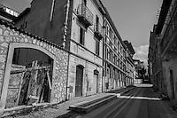 Camminando nel centro storico dell'Aquila, il giorno del 5to anniversario del terremoto che l'ha devastata - Walking through the historic center of L'Aquila, the day of the 5th anniversary of the earthquake which devastated it