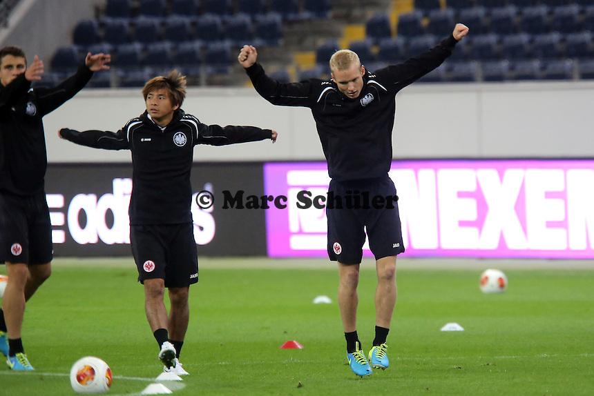 Takashi Inui und Sebastian Rode (Eintracht) - Training zur Begegnung der Europa League Eintracht Frankfurt vs. Girondins Bordeaux