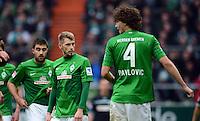 FUSSBALL   1. BUNDESLIGA   SAISON 2012/2013    26. SPIELTAG SV Werder Bremen - Greuther Fuerth                        16.03.2013 Sokratis Papastathopoulos, Aaron Hunt und Mateo Pavlovic (v.l., alle Werder Bremen) sind enttaeuscht