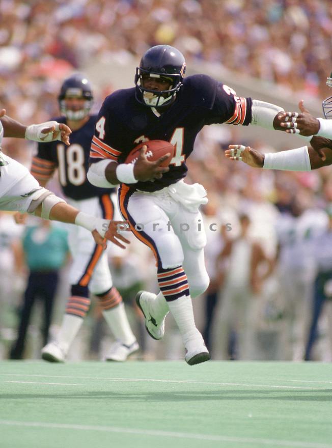 Chicago Bears Walter Payton (34) during a game from his 1986 season with the Chicago Bears. Walter Payton played for 13 years, all with the Bears, was a 9-time Pro Bowler and was inducted to the Pro Football Hall of Fame in 1993.(SportPics)