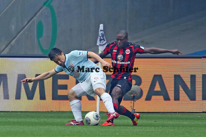 Shinji Okazaki (Mainz) gegen Constant Djakpa (Eintracht) - Eintracht Frankfurt vs. 1. FSV Mainz 05