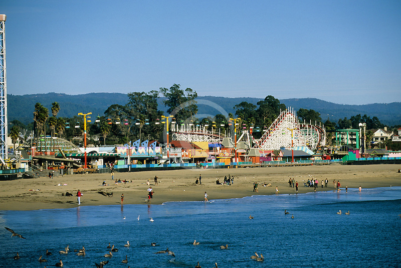 California, Santa Cruz, Santa Cruz Boardwalk and beach
